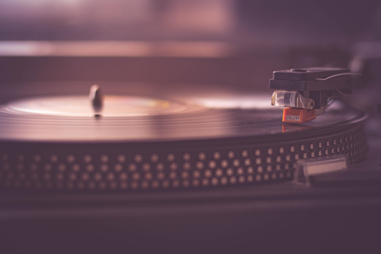 LP-spelare med skiva